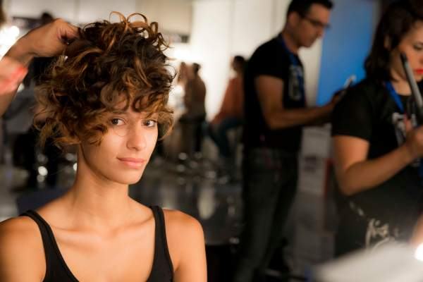 runway-model-hairstyle-and-makeup